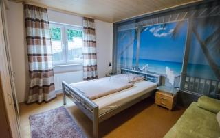 schlafzimmer_fewo_straßenhaus